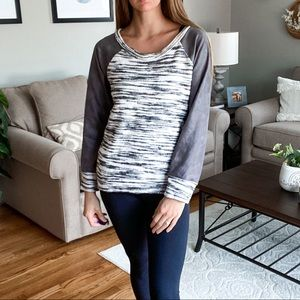 ASTARS • gray pullover with suede like sleeves
